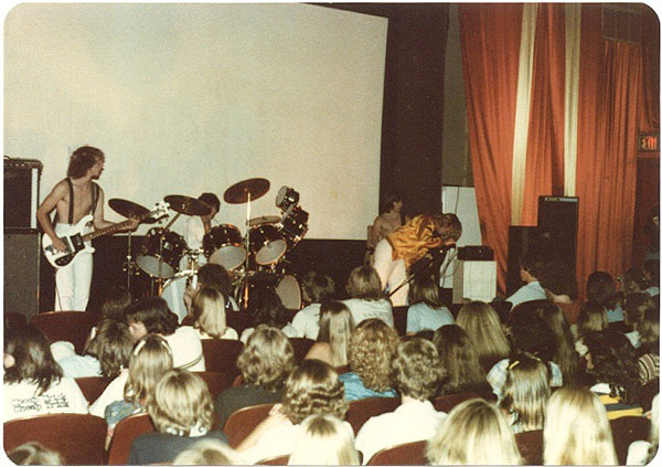 Baronet Theater in 79 - Electric Warrior band
